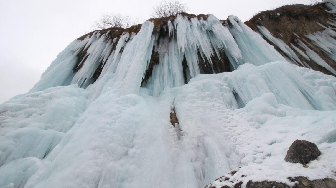 Замёрзшие Царские водопады Гедмишх в КБР